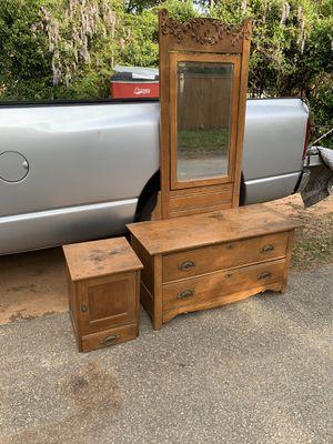 Vintage 2 pcs dresser set for Sale in Columbia, SC