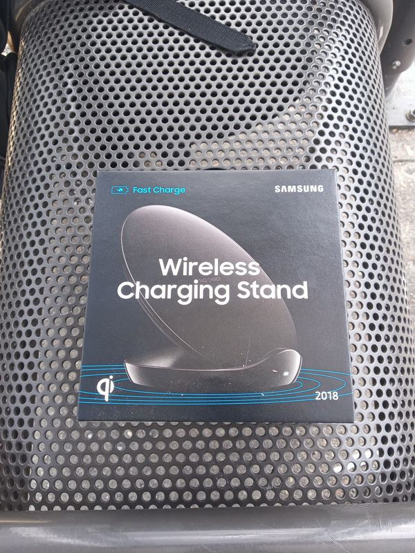 Samsung wireless fast charge stand