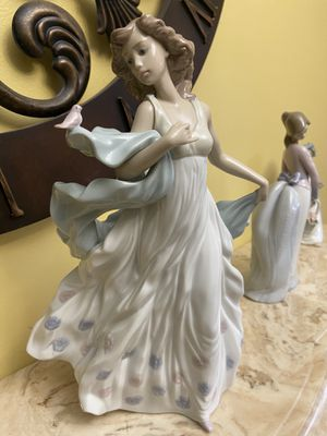 Lladro summer serenade with box perfect for Sale in Oxford, GA