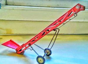 Vintage Ertl toy hopper hay or grain elevator farm barnyard metal toy WORKS ! for Sale in Saginaw, MI
