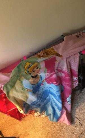 Disney princess Snuggie for Sale in Bonney Lake, WA