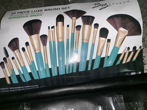 24 pc luxe professional brushes for Sale in Sacramento, CA