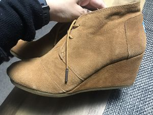 Ladies size 10 Toms wedge boot LIKE NEW for Sale in Chicago, IL