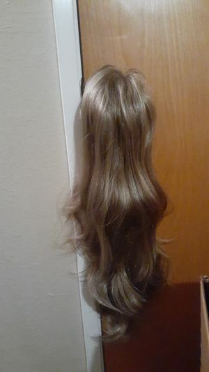 Brand new 26in blond brown wig for Sale in Fresno, CA