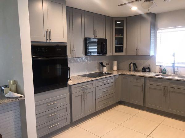 Shaker model kitchen cabinets