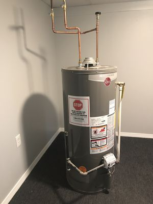40 gal water heater for Sale in Lawrence, MA