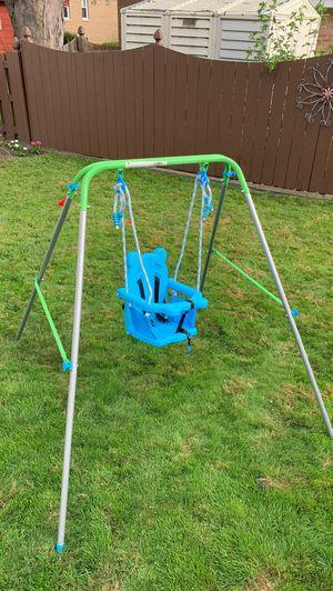 Free Mini Toddler Swing set for Sale in Oak Lawn, IL