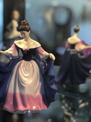 Royal doulton figure new👍🔥🥰💯🔥 for Sale in Clearwater, FL