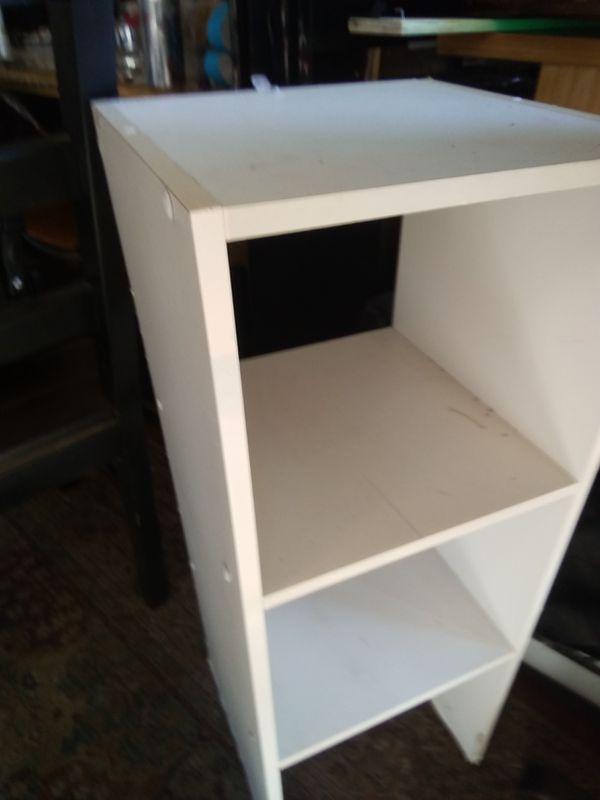 2 white shelf set