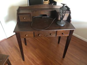 Wooden desk w lamp for Sale in Huntington Park, CA