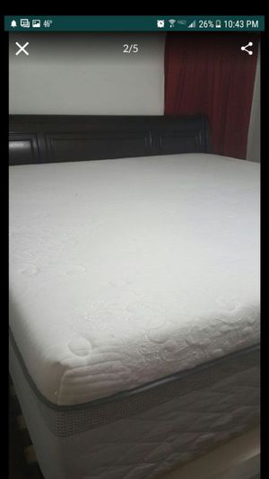 Nice king size memory foam mattress and boxspring for Sale in Hampton, VA