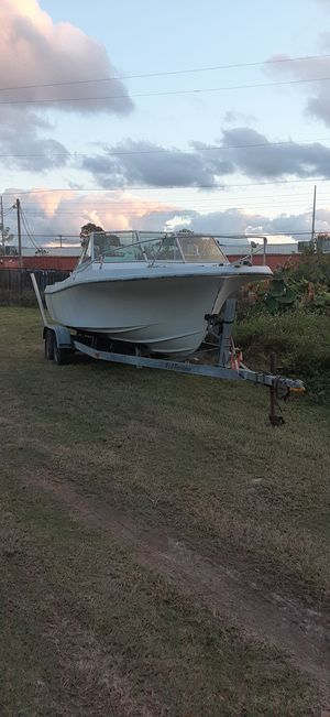 1979 wellcraft 21' and a double axle trailer for Sale in Tampa, FL