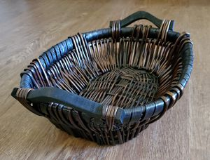 Stained Gathering or Serving Basket with Wood Handles for Sale in Kaukauna, WI