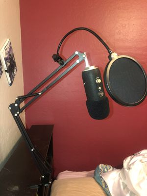 Yeti Blue Pro Mic with Boom Stand for Sale in Payson, AZ