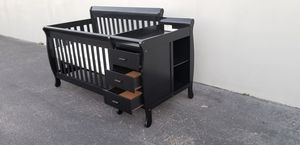 4 IN 1 BABY CRIB CONVERTIBLE WITH 3 DRAWERS AND SHELF ON THE SIDE WITH MATTRESS INCLUDED for Sale in Houston, TX