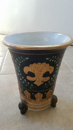 Beautiful vase or flower pot for Sale in Pompano Beach, FL