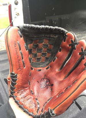 Rawlings baseball glove for Sale in Chesapeake, VA