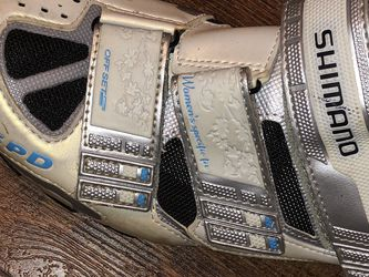 Shimano Womens Biking Shoes,pearl white,size 8 for Sale in Los Angeles,  CA