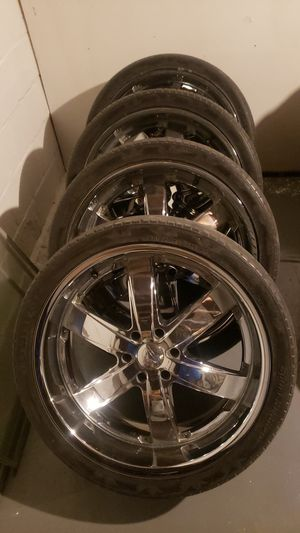 """6lug 24 """" rims and tries 60% tire life. 1000 for Sale in St. Louis, MO"""
