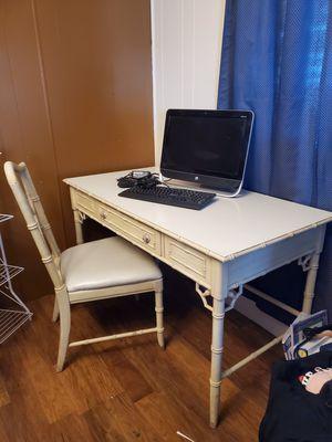Escritorio y computadora windows 10 $80 por los 2 for Sale in Ceres, CA