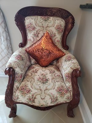 Beautiful French antique Chair, like New. Pick up snellville for Sale in Snellville, GA