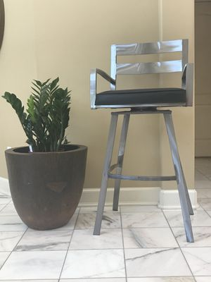 Black and metal bar stool / chair (just 1) for Sale in Payson, AZ