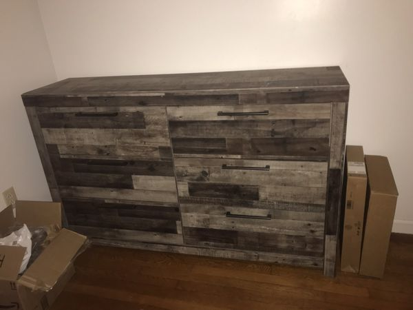 2 dressers night stand and queen sized bed frame