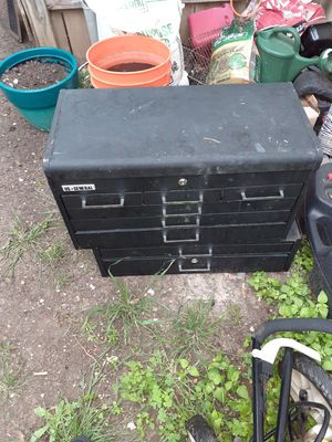 8 drawer tool box with keys for Sale in San Antonio, TX