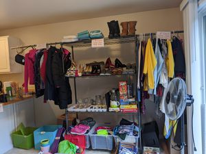 Kitchen tools, home decor, women and girls clothes and shoes and more: $1-10 deals for Sale in Bellevue, WA