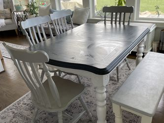 Kitchen Table And Chairs (4) plus Dining Bench for Sale in Snohomish,  WA