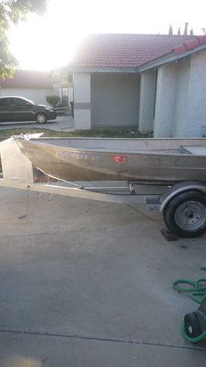Aluminum boat with trailer for Sale in Hemet, CA