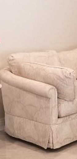 Super Comfortable High End Quality Custom Made Love Seat Paid It Alone Over $1400 for Sale in Chino Hills,  CA