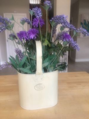 Artifical purple flower/plant for Sale in Las Vegas, NV