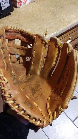 Spalding Adult Baseball Glove for Sale in Fresno, CA