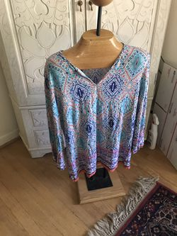 Beautiful v neck tunic, large for Sale in Silver Spring,  MD