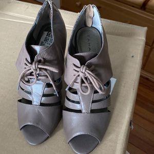 Tahari Leather Heels for Sale in Hamden, CT