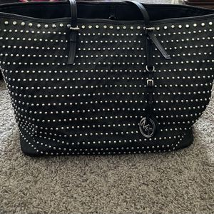 Micheal ael Kors shoulder Bag for Sale in Pompano Beach, FL