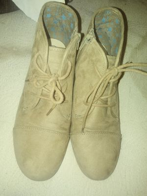 Girls size 6 Cat & Jack ankle boots for Sale in Bakersfield, CA