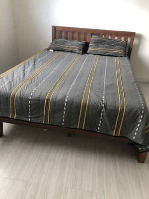 Bed and Stand for Sale in Miami, FL