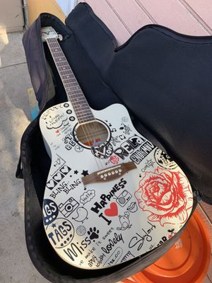 Vonax Acoustic Guitar for Sale in Los Angeles, CA
