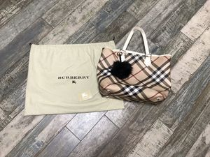 Burberry nova check tote bag white trim for Sale in Chula Vista, CA