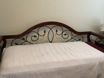 Twin Sized Daybed With Mattress - Moving Need Gone ASAP for Sale in Leander,  TX