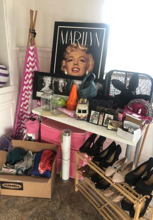 Wall Frames • Clothes • Heels • Room Decor• EVERYTHING $1 or free for Sale in Los Angeles, CA