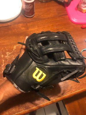 Wilson baseball glove 11.75 for Sale in Phoenix, AZ