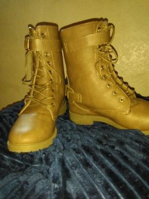 Size 9 brown boots for Sale in Bakersfield, CA