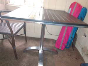 Outdoor chrome/table for Sale in Lawrenceville, GA