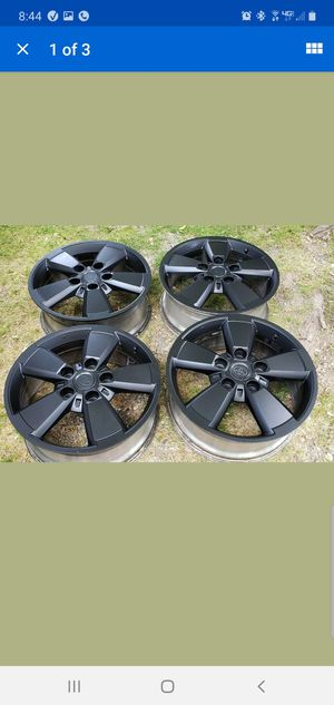 What is Toyota Tundra factory rims painted black in good condition Not Bent at all for Sale in Apple Valley, CA