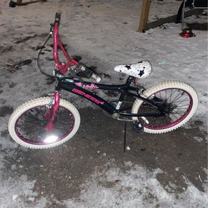 Genesis Girls Bike 20 Inch for Sale in Chicago, IL