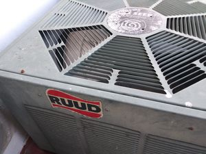 Rudd 11 seer AC air conditioning 2 ton condescending unit for Sale in Miami Gardens, FL