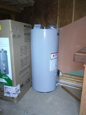 40 gallon gas water heater slightly used for Sale in Jacksboro, TN